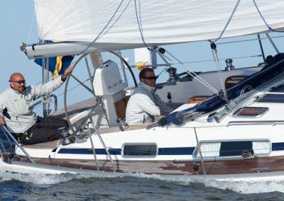 Segelbåt-Linjett-37-för-familjesegling